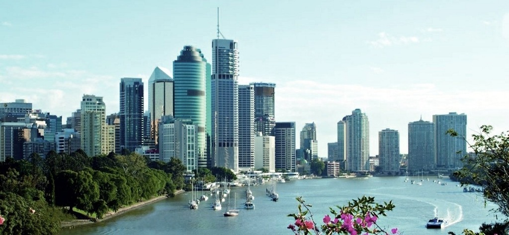 Brisbane-skyline-bluesky